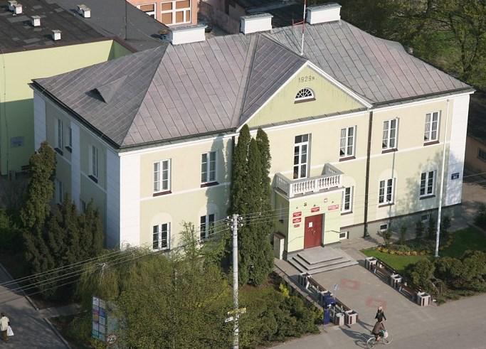 Budynek urzędu miasta widok od strony Alei Piłsudskiego