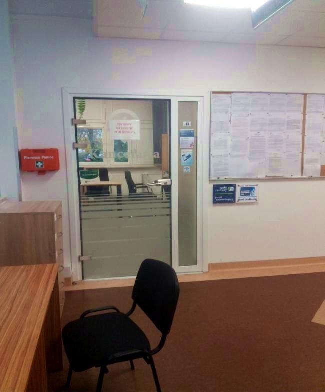 Drzwi prowadzące do kancelarii.